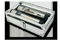 Salière et poivrière électriques dans une mallette d'aluminium Image
