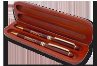 Coffret cadeau en bois de rose avec un stylo et un pousse-mine de bois de rose Image
