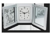 Horloge-réveil-triptyque cadres photos et miroir Image